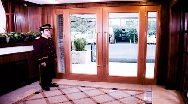 ورودی هتل ایرانشهر تهران-ایرانشهر