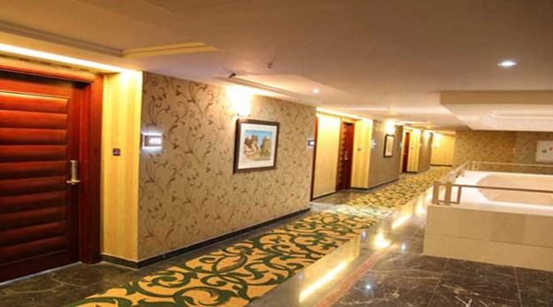نمای ورودی اتاق هتل اسپیناس تهران-اسپیناس