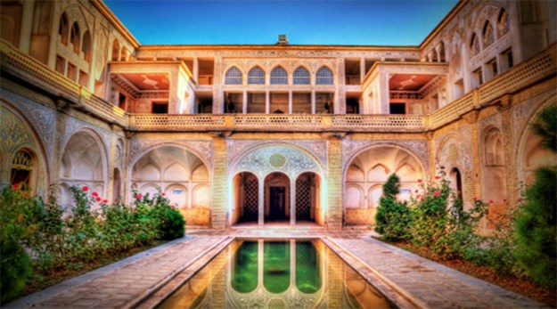 فضای باز هتل خانه احسان کاشان-خانه تاریخی احسان