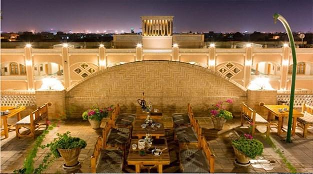رستوران فضای باز هتل داد یزد-داد