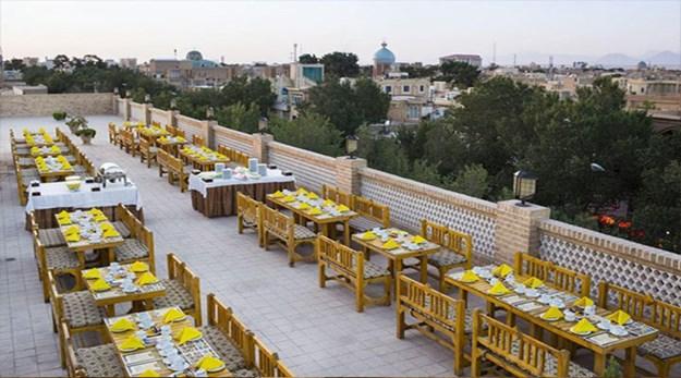 نمای رستوران فضای باز هتل داد یزد-داد