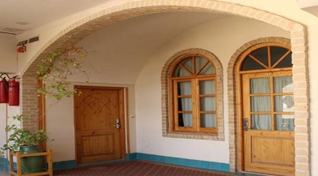 نمای ورودی اتاق های هتل داد یزد -داد
