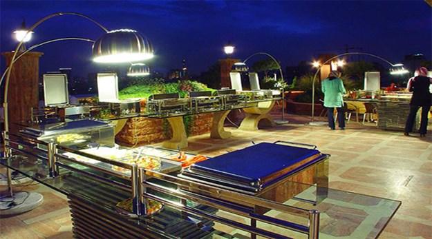 نمای رستوران فضای باز هتل آپارتمان ملل تهران-ملل